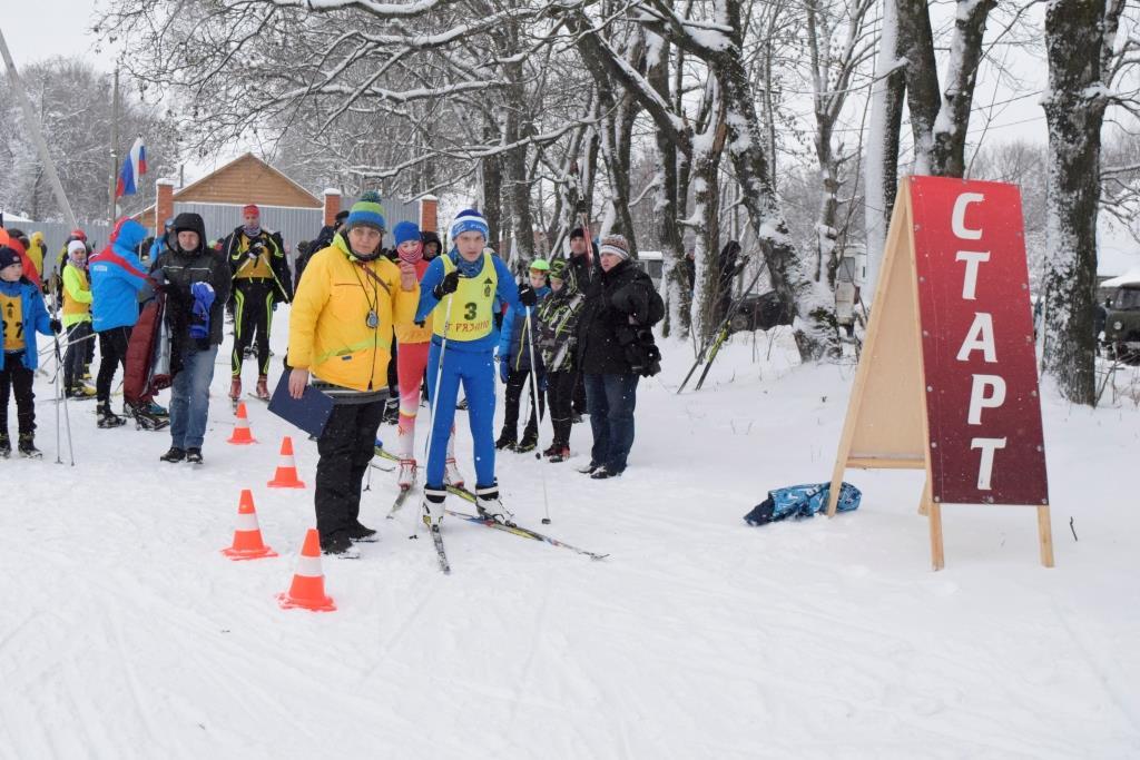 Русские спортсмены в лыжной гонке